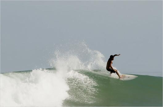 Surf en las costas de Perú