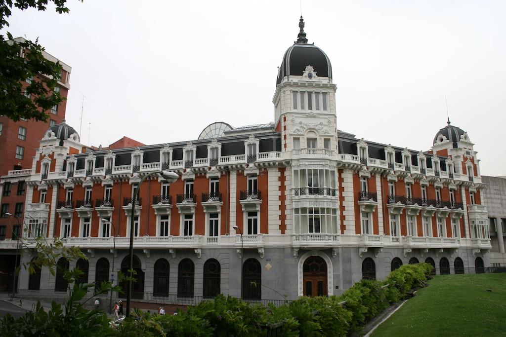 Edificios de madrid 2 real compa a asturiana de minas for Edificio de la comunidad de madrid