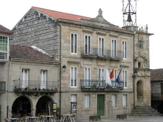 Ayuntamiento y torre del campanario