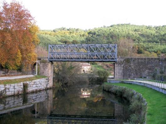 Puente del ferrocarril sobre el Avia