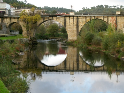 Puente sobre el Avia