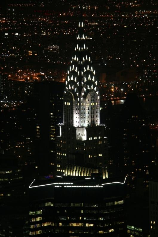 El Chrysler, por la noche, visto desde el Empire State