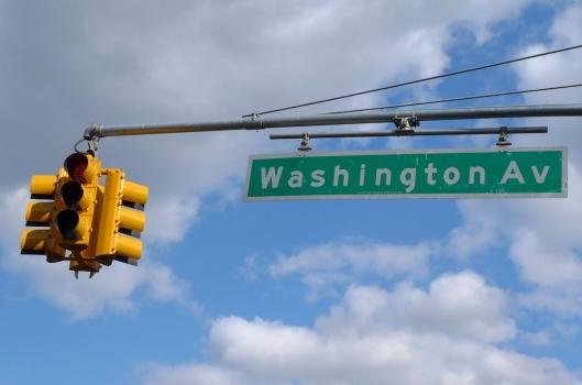 Por Washington Avenue, acordándonos de la portada de un disco.