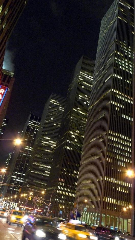 NY de noche, al salir del teatro.