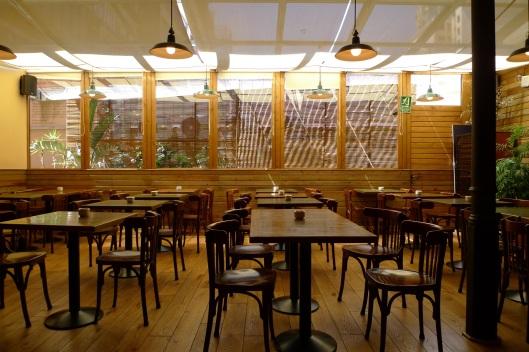 Cafetería-restaurante de la librería Laie (Pau Clarís)