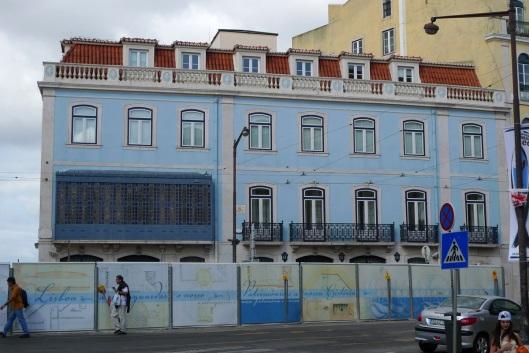 Edificio junto a la Plaza del Prícipe Real