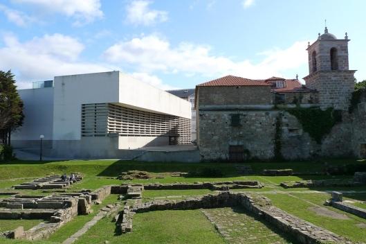 Fundación Luis Seoane, iglesia de la Orden Tercera y jardines de La Maestranza