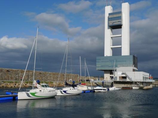 Torre de control en el dique de abrigo Barrié de la Maza