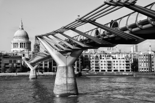 Millenium Bridge con St. Paul al fondo