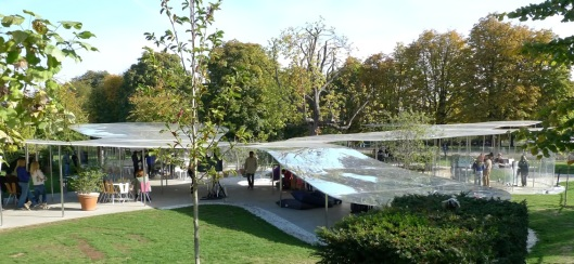 Serpentine Gallery (2009 Pavilion, de SANAA)