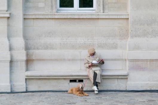 Leyendo el periódico en La Villete
