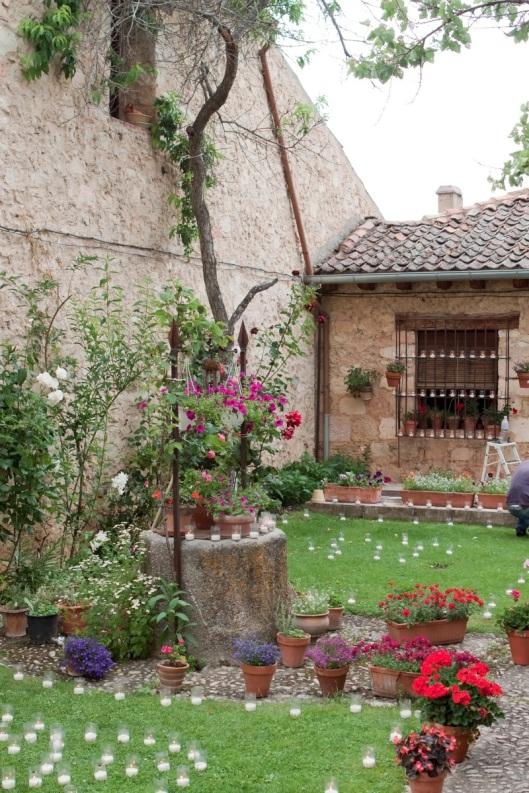 Pedraza la noche de las velas blog de adolfo for Jardines bien decorados