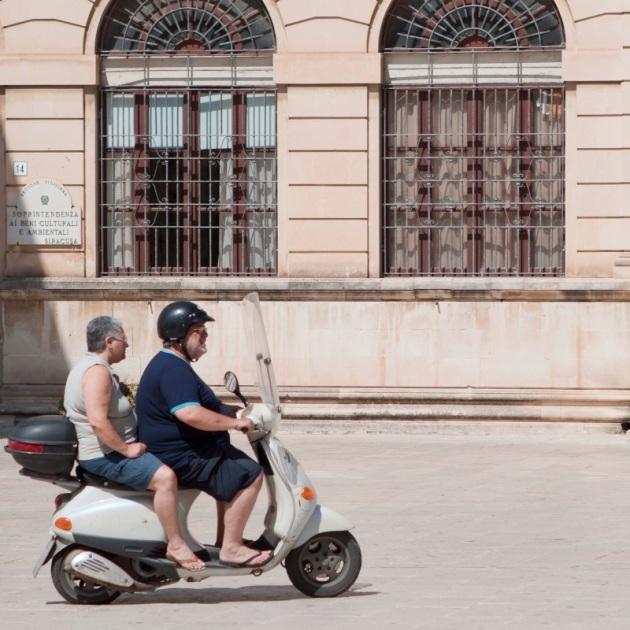 En moto por la piazza del Duomo