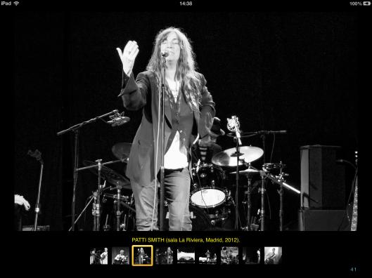 El photobook también incluye galerías fotográficas como la de la imagen.