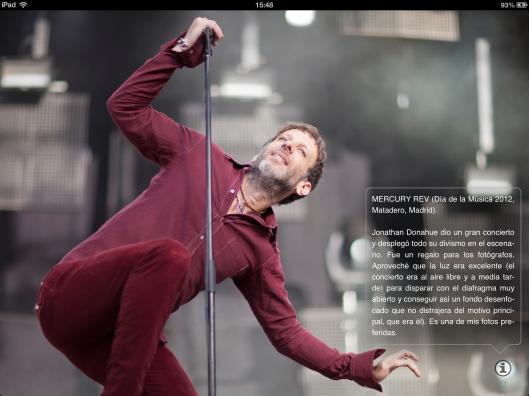 Imagen del cantante de Mercury Rev, con el texto informativo desplegado.
