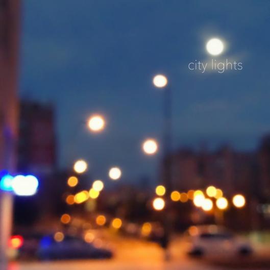 """Haz clic para descargar """"City Lights""""."""