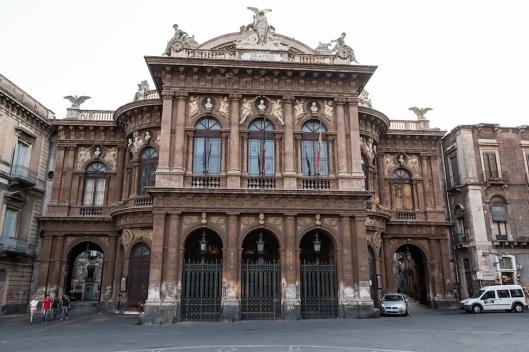 Teatro Bellini (1880), obra de Carlo Sada.