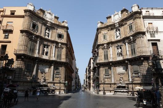 Quattro Canti: cruce de via Maqueda y via Vittorio Emmanuele.