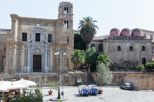 Iglesias normandas de La Martorana y San Cataldo, en la piazza Bellini.