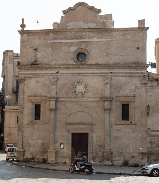 La sencilla iglesia de Santa Maria dei Mirácoli, en la piazza Marina.