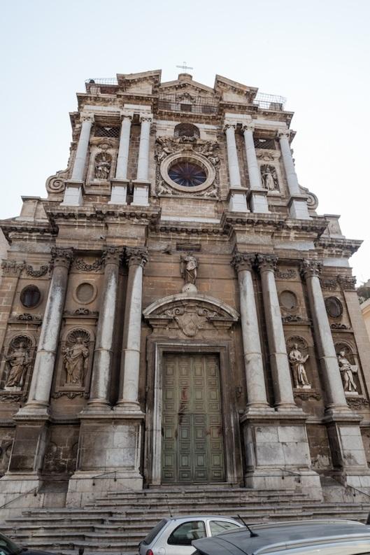 Chiesa della Pietà, de estilo barroco. Construida por Giacomo Amato (1681). Está en via Torremuza, 1 (detrás del paseo del Foro Itálico).