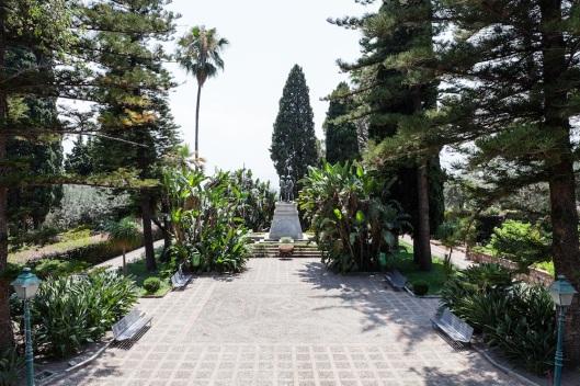 Dos vistas de Villa Comunale (jardines públicos).