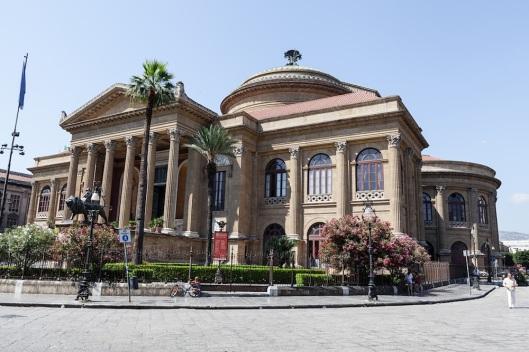 Otra vista del Teatro Massimo de Palermo.