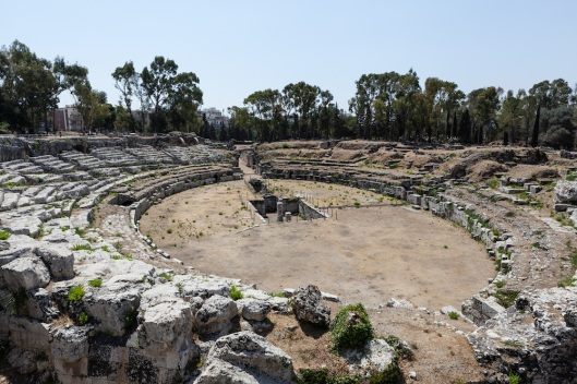 Anfiteatro romano, a la entrada del Parco Archeologico della Neapolis.