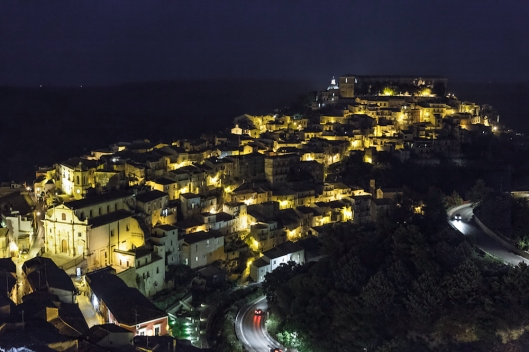 Vista nocturna de Ragusa Ibla.
