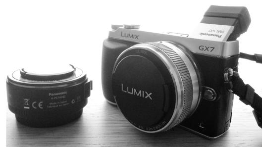 Imagen de la cámara y los dos objetivos (hecha con el móvil).