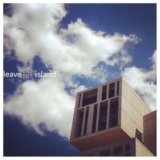 """Haz clic en la portada para descargar la recopilación """"Leave This Island""""."""