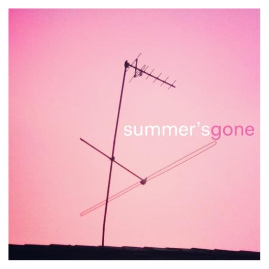 """Haz clic para descargarte la recopilación """"Summer's Gone""""."""