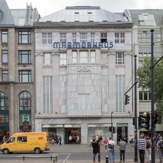 El peor lado de la globalización: el antiguo cine del edificio de mármol de Kurfürstendamm (Marmorhaus), es ahora un Zara.