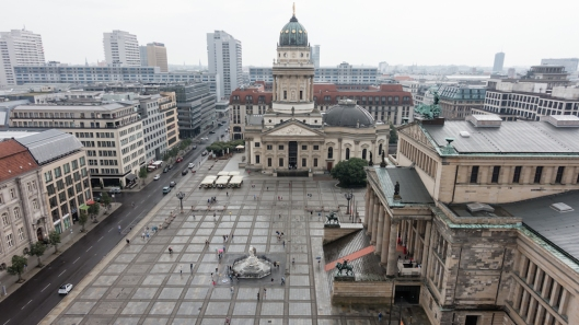 Gendarmenmarkt (a la izquierda la Konzerthaus y al fondo la catedral alemana).