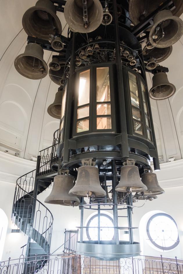 Interior de la cúpula de la catedral francesa.