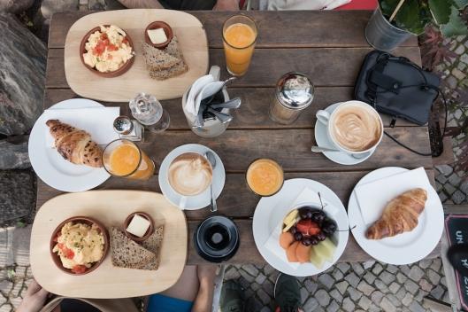 Desayunando en el Café Krone.