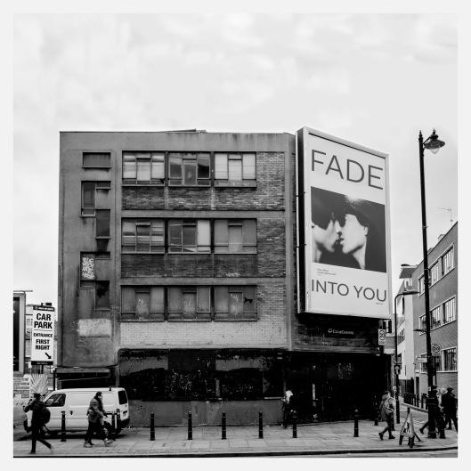 """Haz clic para descargar la recopilación """"Fade Into You""""."""